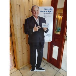 A life-size panel of Gerry Scotti has arrived!
